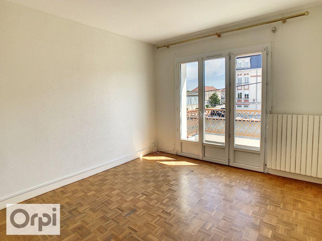Appartement à louer 4 94m2 à Montluçon vignette-7