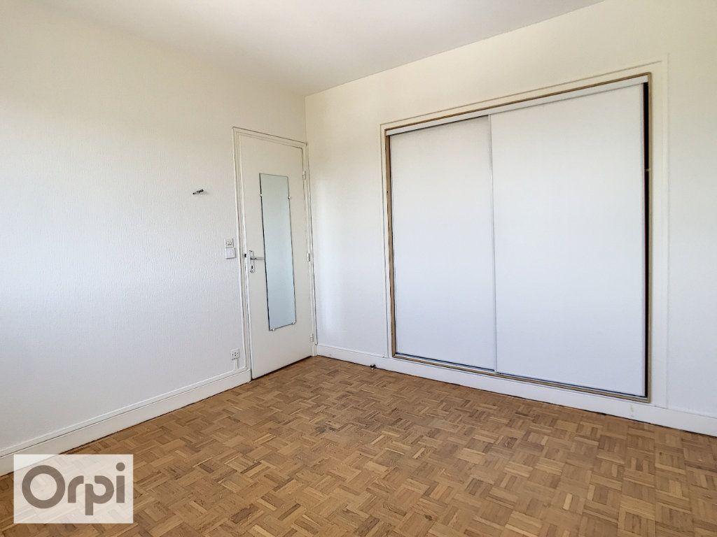Appartement à louer 4 94m2 à Montluçon vignette-11