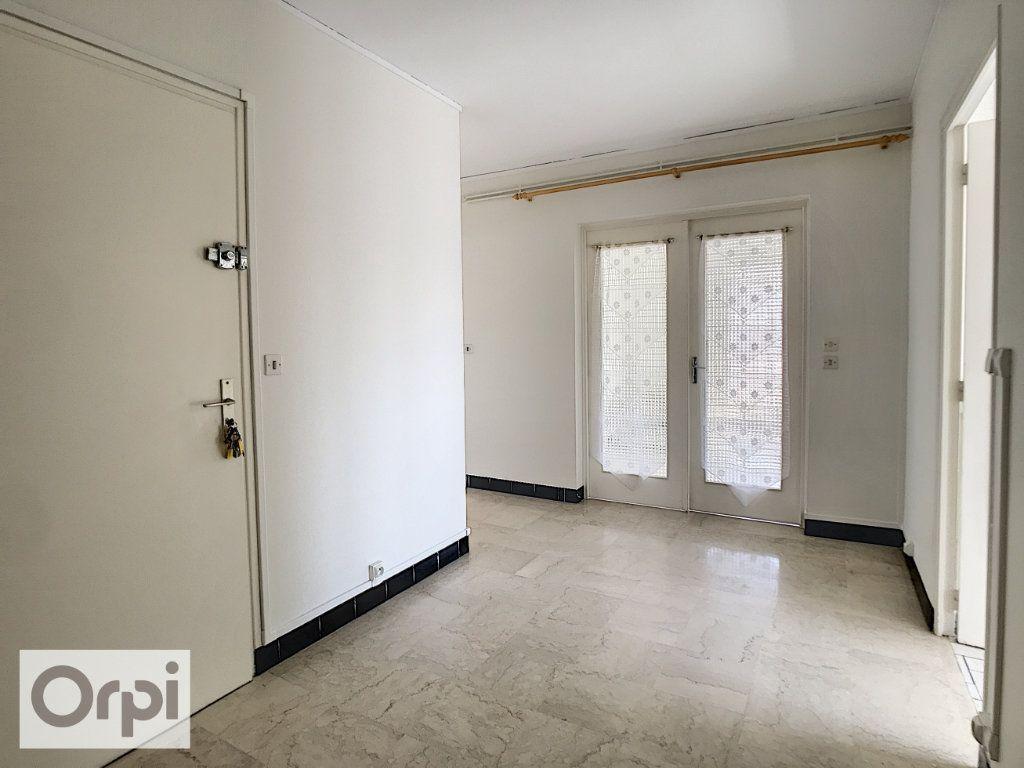 Appartement à louer 4 94m2 à Montluçon vignette-13