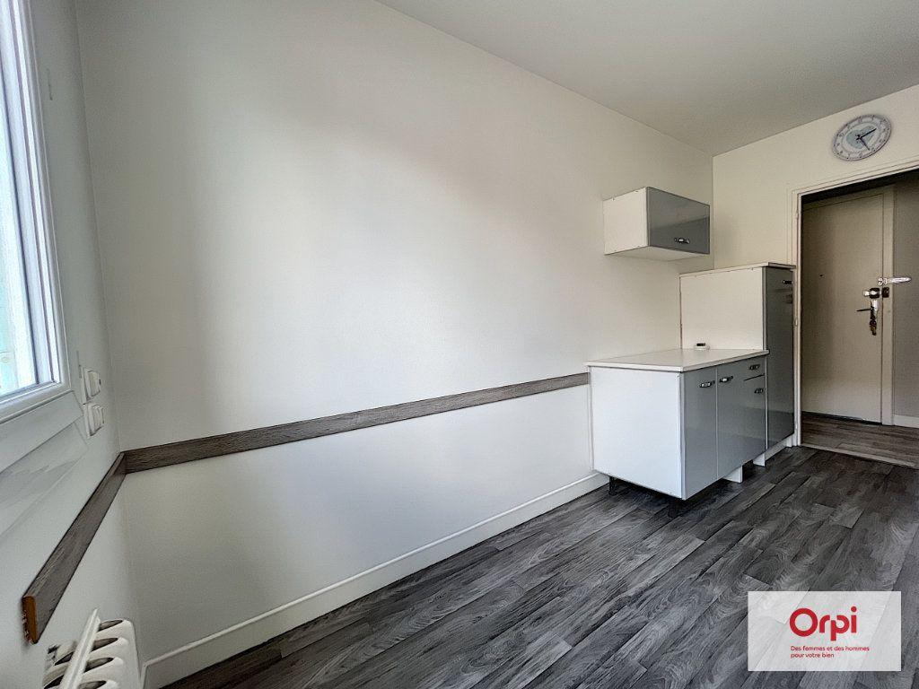 Appartement à louer 2 49m2 à Montluçon vignette-4