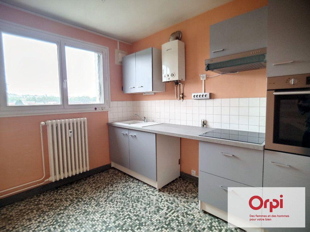 Appartement à louer 3 71m2 à Montluçon vignette-1