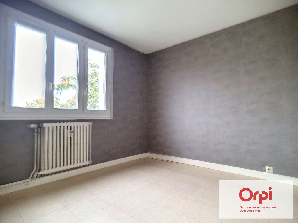 Appartement à louer 3 71m2 à Montluçon vignette-6