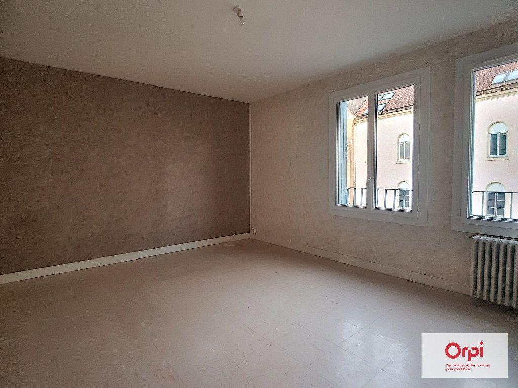 Appartement à louer 3 58m2 à Montluçon vignette-2