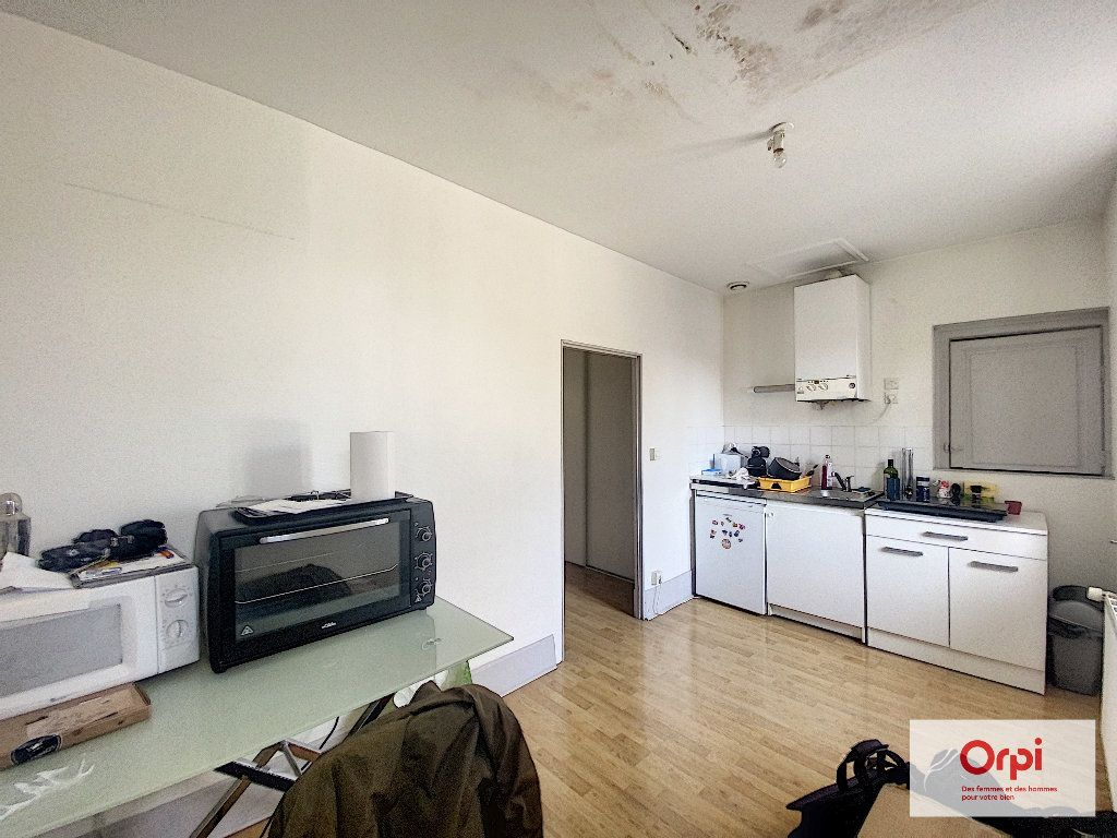 Appartement à louer 1 33m2 à Montluçon vignette-1