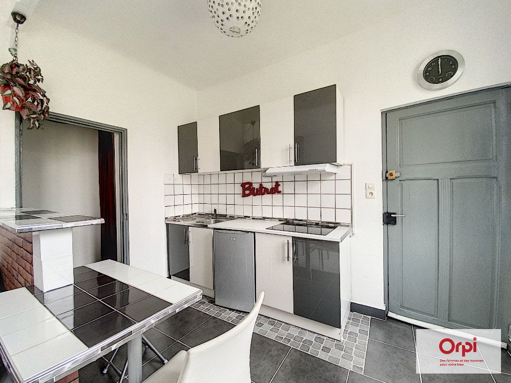 Appartement à louer 1 25m2 à Montluçon vignette-1