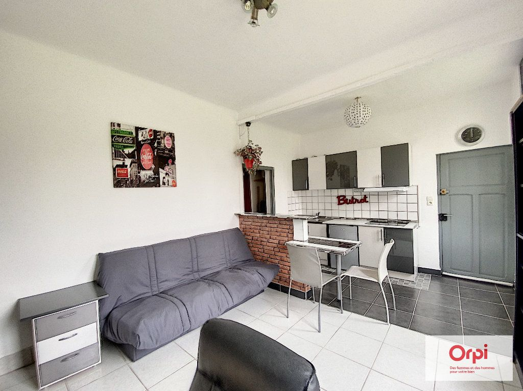Appartement à louer 1 25m2 à Montluçon vignette-3