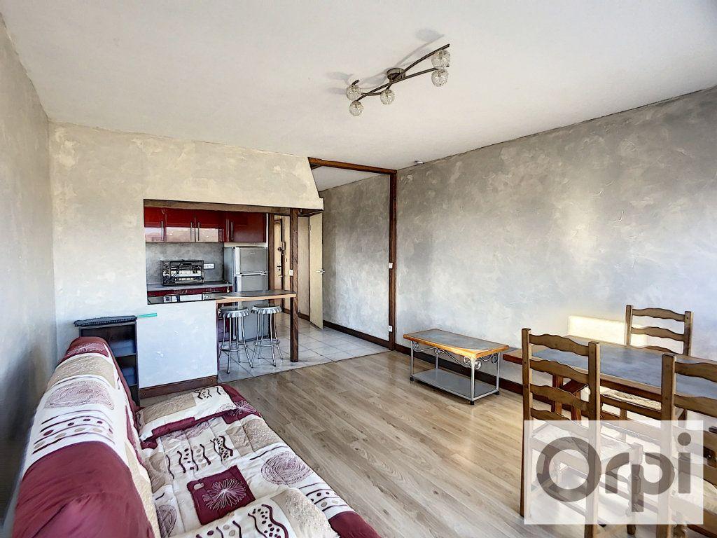 Appartement à louer 2 43.4m2 à Montluçon vignette-3