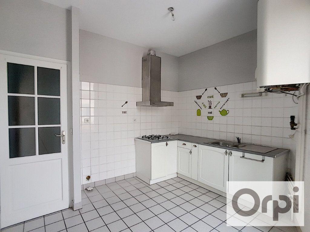 Appartement à louer 3 93.73m2 à Montluçon vignette-2
