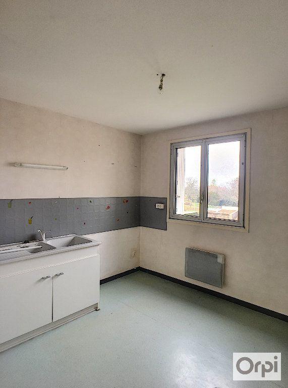 Appartement à louer 5 97m2 à Néris-les-Bains vignette-1