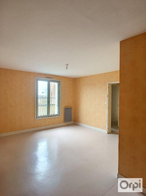 Appartement à louer 5 97m2 à Néris-les-Bains vignette-2