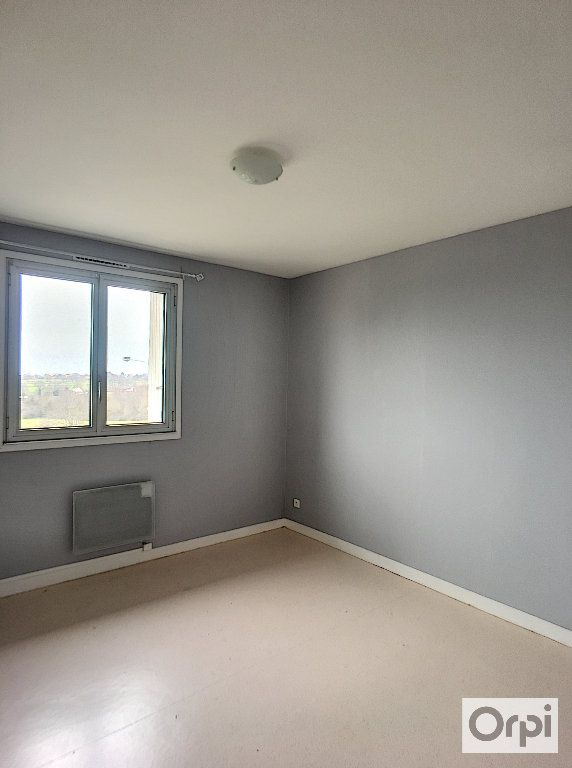 Appartement à louer 5 97m2 à Néris-les-Bains vignette-3
