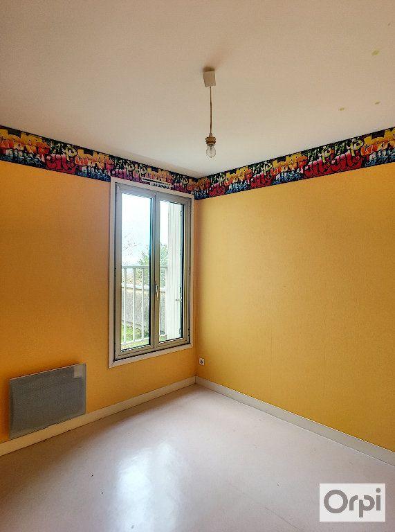 Appartement à louer 5 97m2 à Néris-les-Bains vignette-6