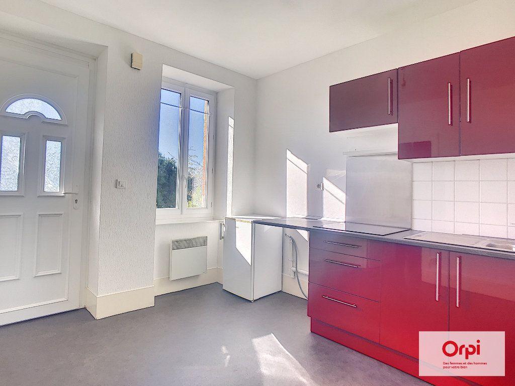 Appartement à louer 1 37m2 à Montluçon vignette-1