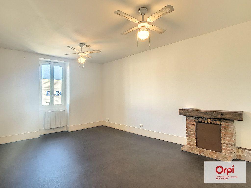 Appartement à louer 1 37m2 à Montluçon vignette-2