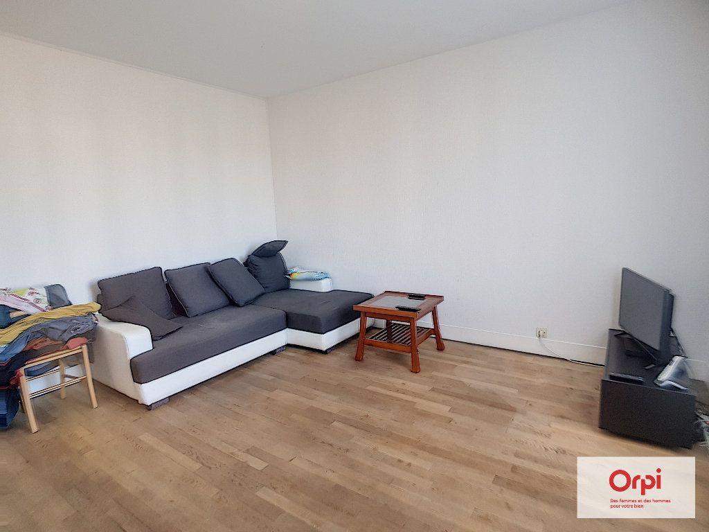 Appartement à louer 4 87.36m2 à Montluçon vignette-4