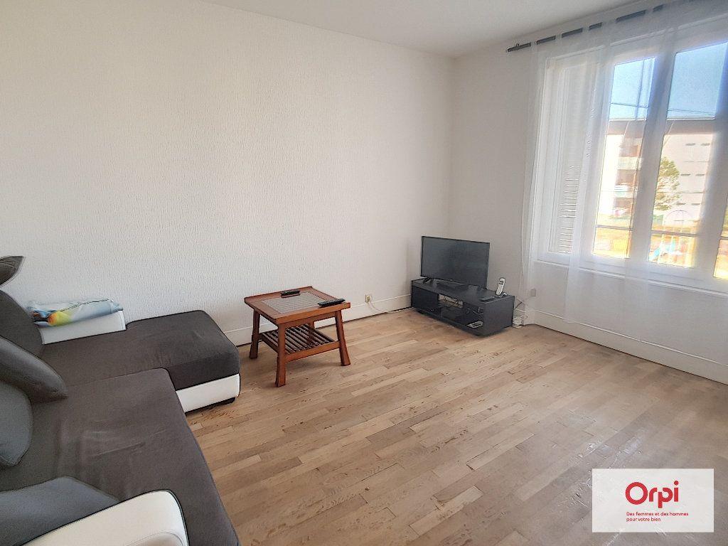 Appartement à louer 4 87.36m2 à Montluçon vignette-6