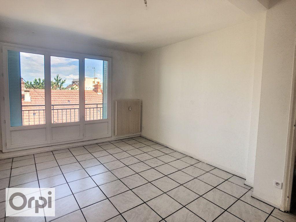 Appartement à louer 3 62.6m2 à Montluçon vignette-2
