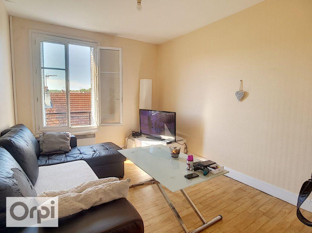 Appartement à louer 2 39.38m2 à Montluçon vignette-2