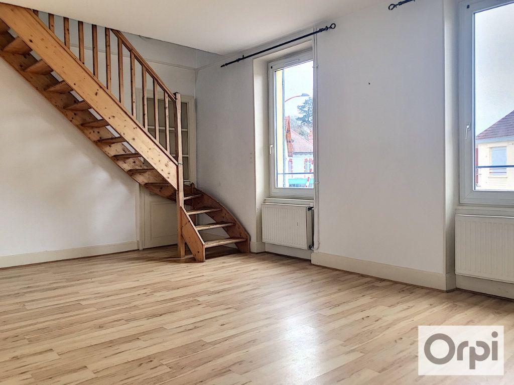 Appartement à louer 3 55.38m2 à Montluçon vignette-1