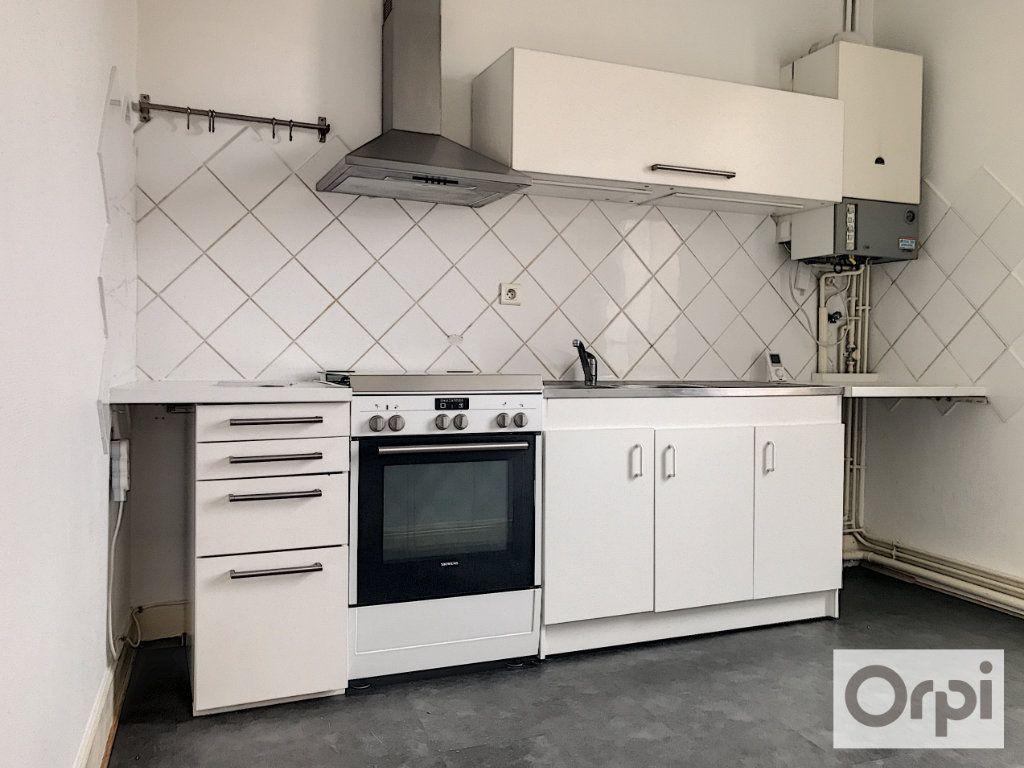 Appartement à louer 3 55.38m2 à Montluçon vignette-2