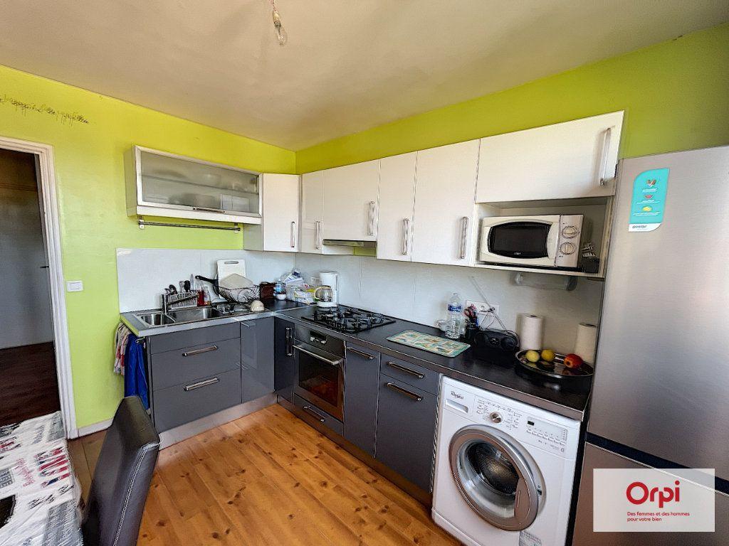 Appartement à louer 4 73m2 à Montluçon vignette-1