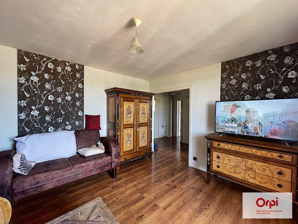 Appartement à louer 4 73m2 à Montluçon vignette-4