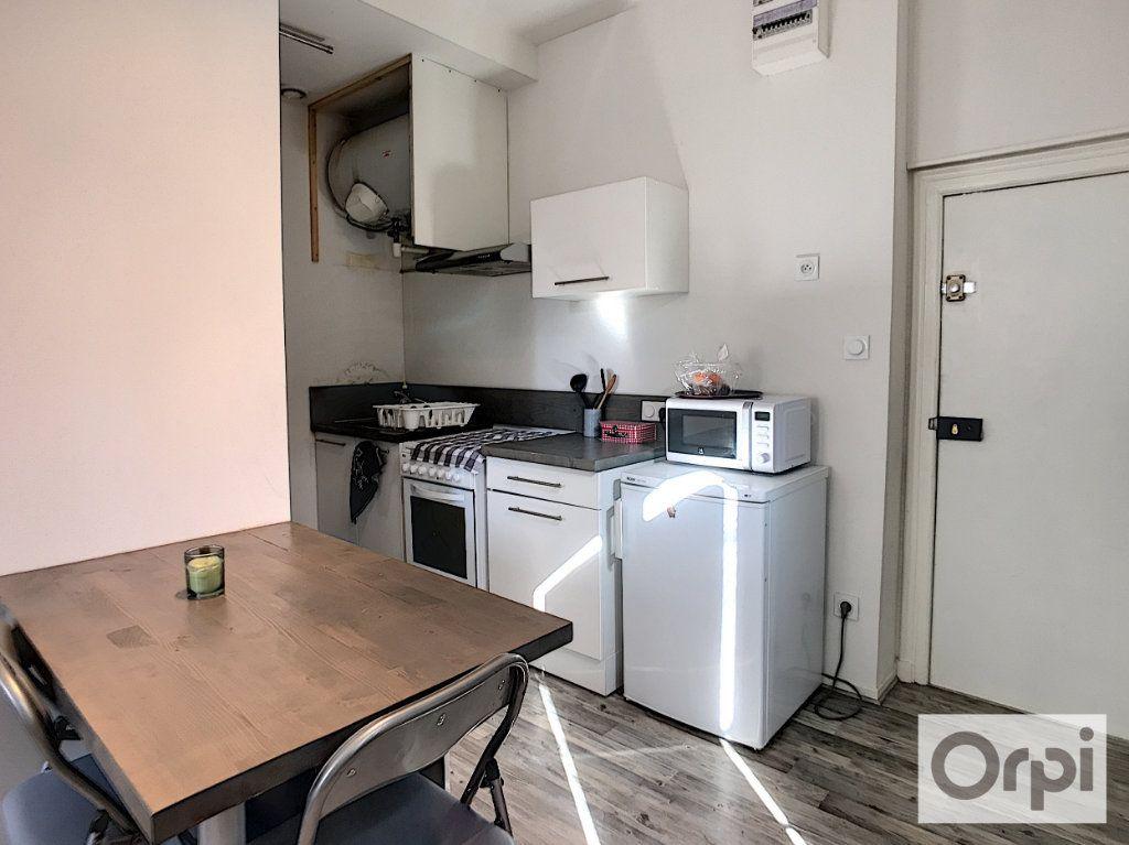 Appartement à louer 2 33m2 à Montluçon vignette-2