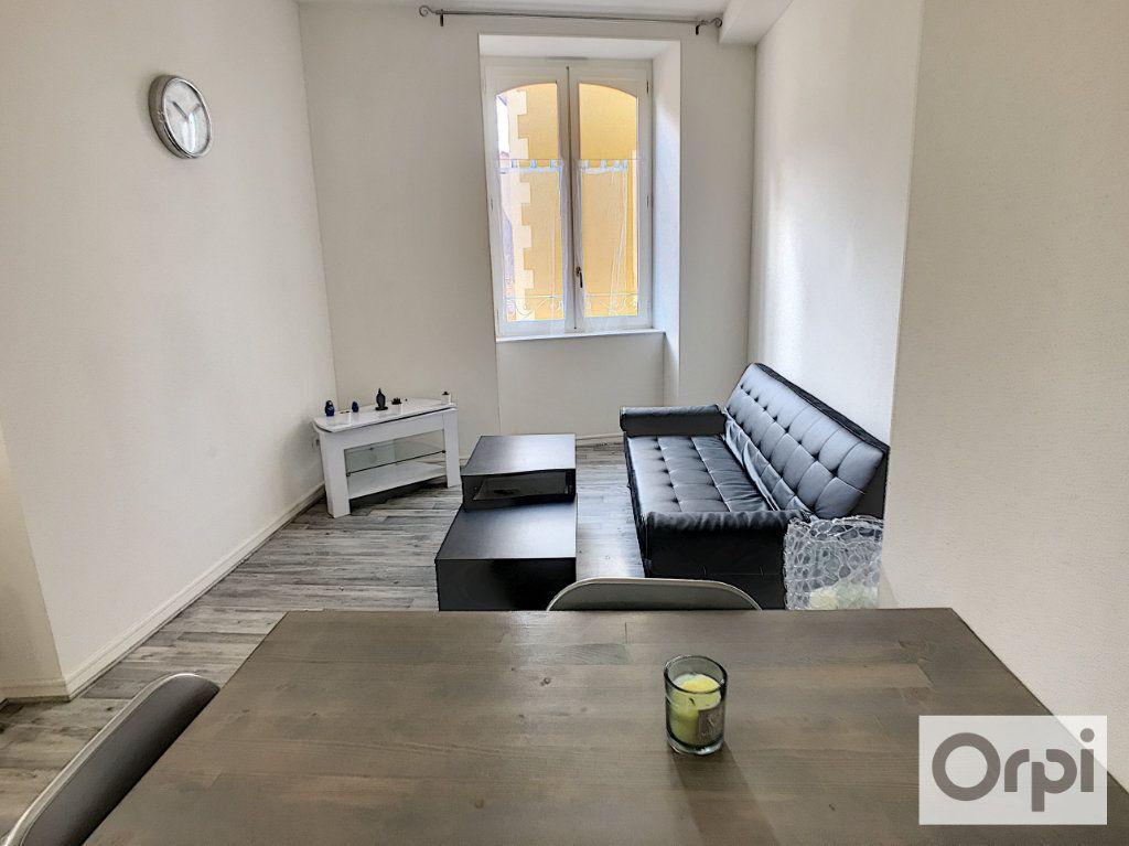 Appartement à louer 2 33m2 à Montluçon vignette-3