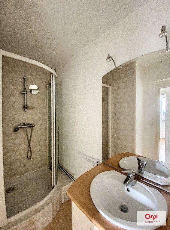 Appartement à louer 2 55.46m2 à Montluçon vignette-5