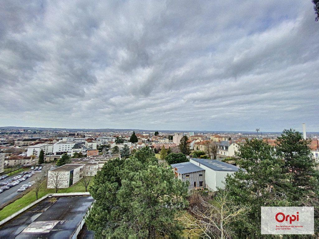 Appartement à louer 2 55.46m2 à Montluçon vignette-6