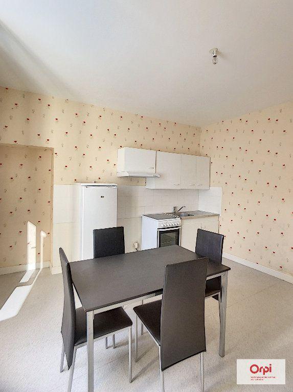 Appartement à louer 1 34m2 à Montluçon vignette-1