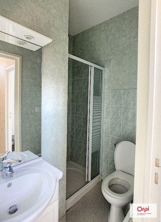Appartement à louer 1 34m2 à Montluçon vignette-3