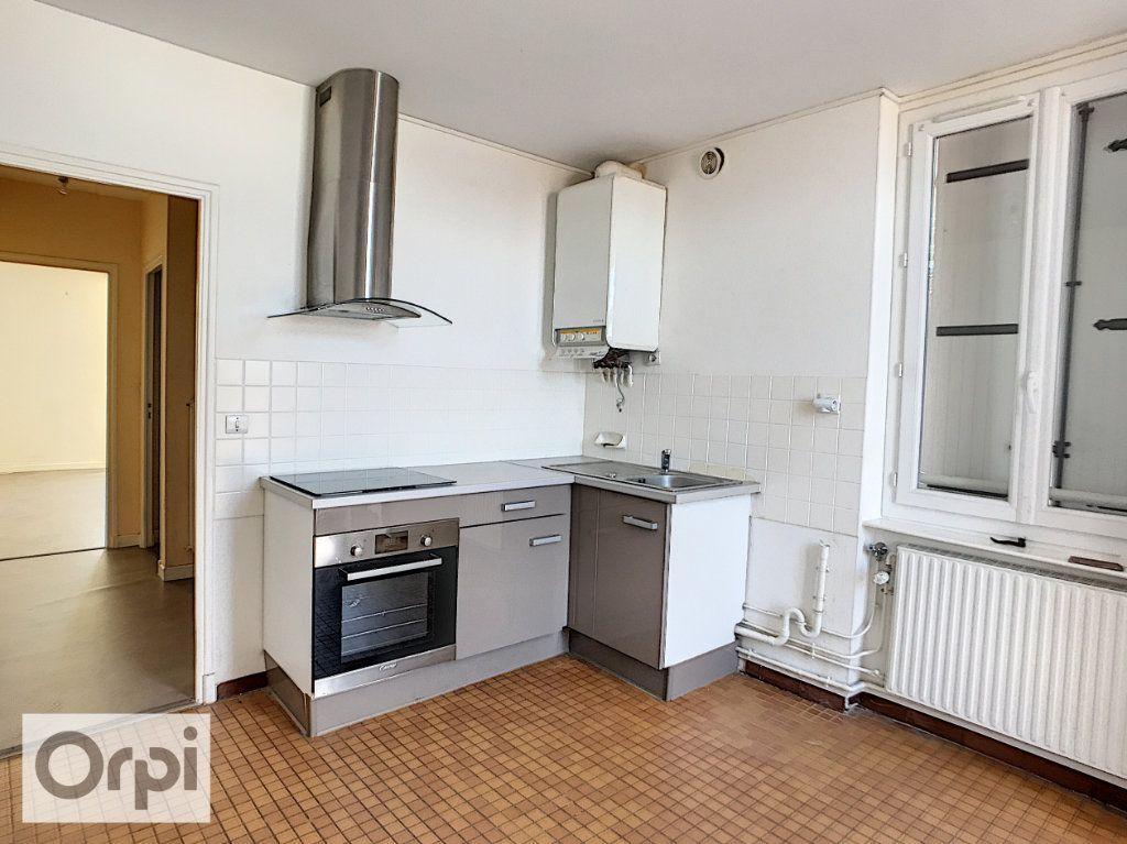 Appartement à louer 3 58m2 à Montluçon vignette-1