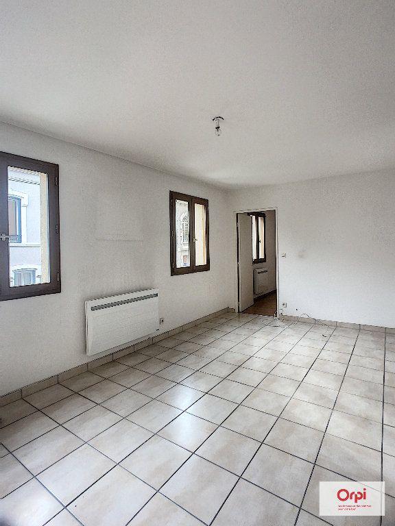 Appartement à louer 2 56.15m2 à Montluçon vignette-1