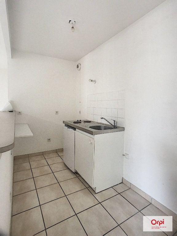 Appartement à louer 2 56.15m2 à Montluçon vignette-2