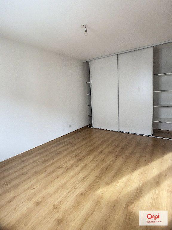 Appartement à louer 2 56.15m2 à Montluçon vignette-3