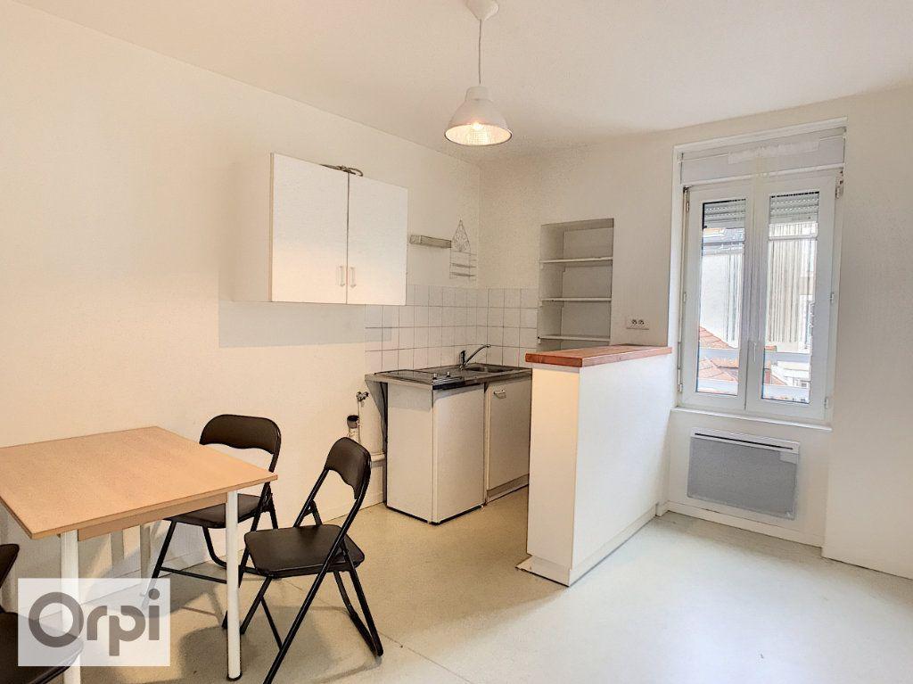 Appartement à louer 2 37m2 à Montluçon vignette-1