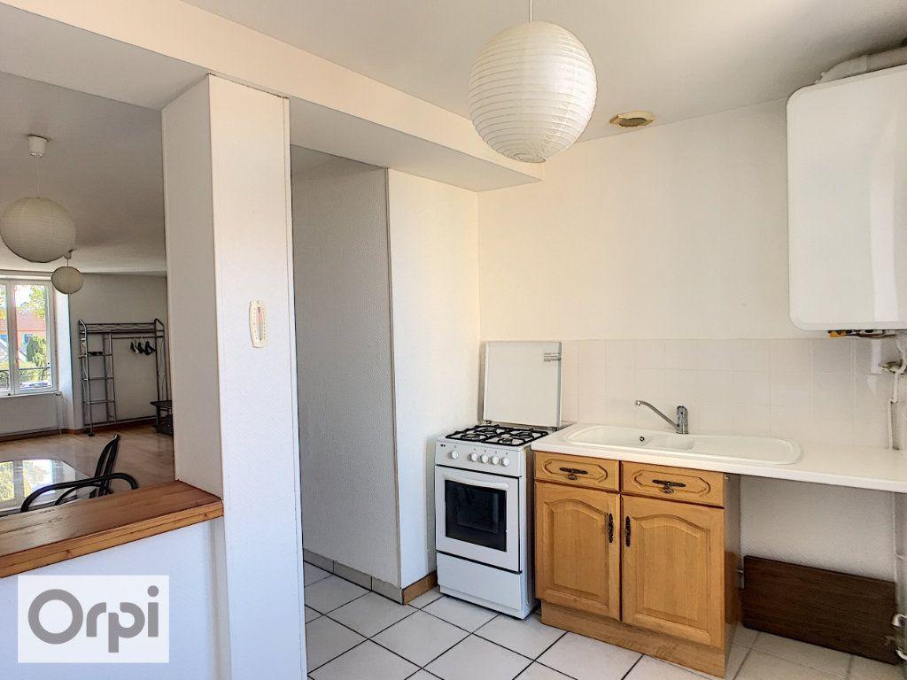 Appartement à louer 1 35.46m2 à Néris-les-Bains vignette-1