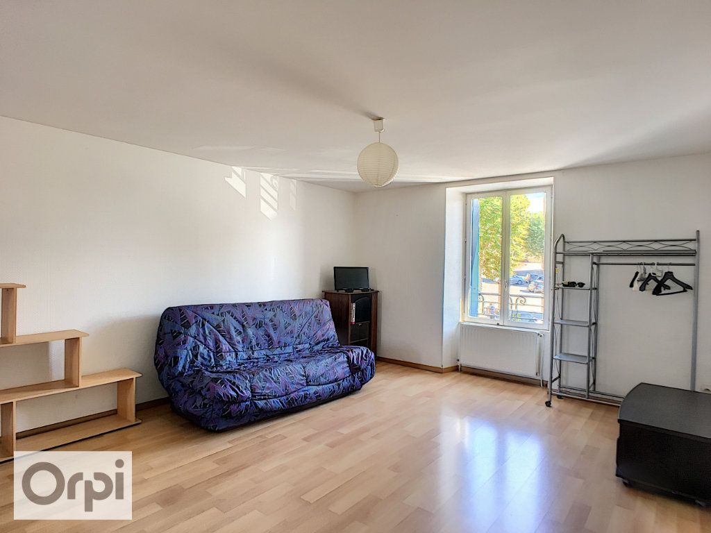 Appartement à louer 1 35.46m2 à Néris-les-Bains vignette-3