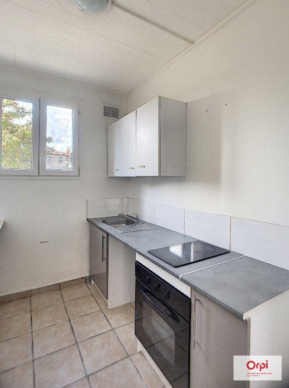 Appartement à louer 2 41.72m2 à Montluçon vignette-1