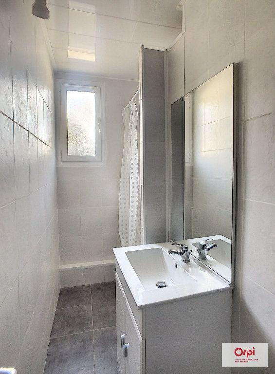 Appartement à louer 2 41.72m2 à Montluçon vignette-2