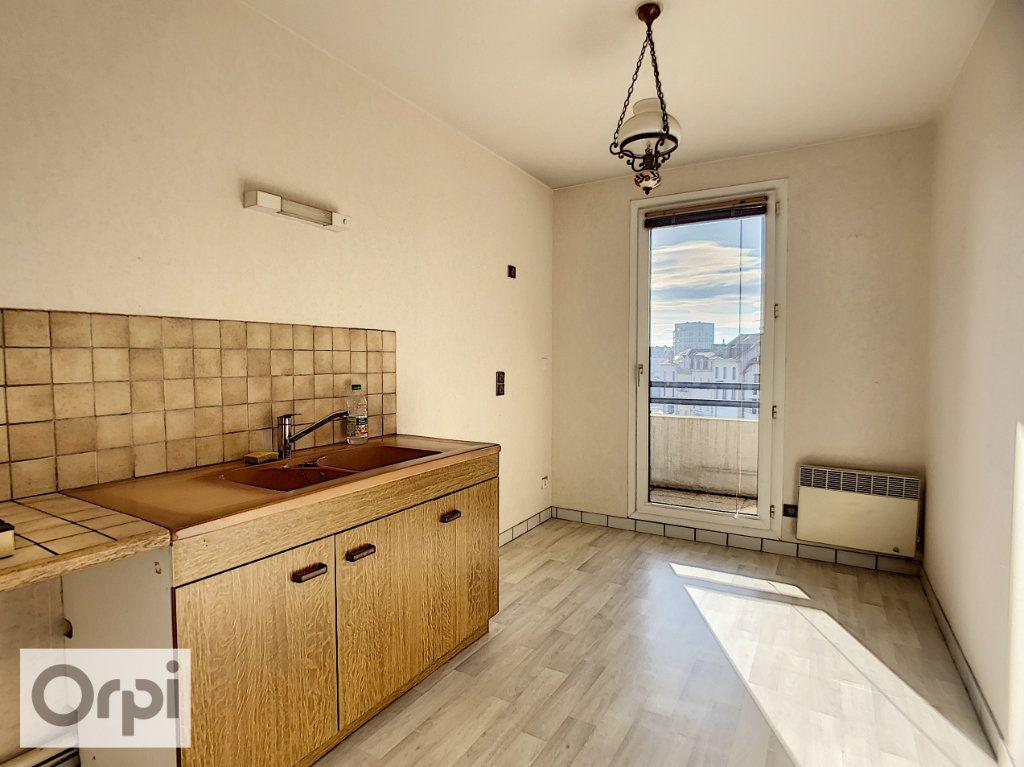 Appartement à louer 2 52.87m2 à Montluçon vignette-1