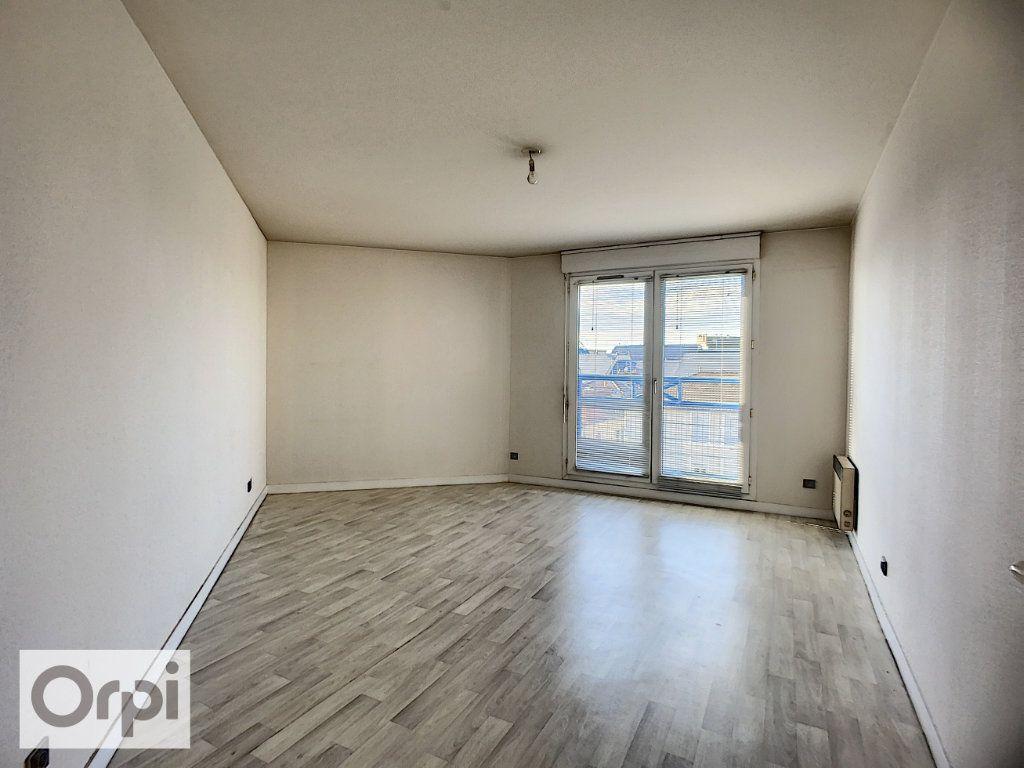 Appartement à louer 2 52.87m2 à Montluçon vignette-2