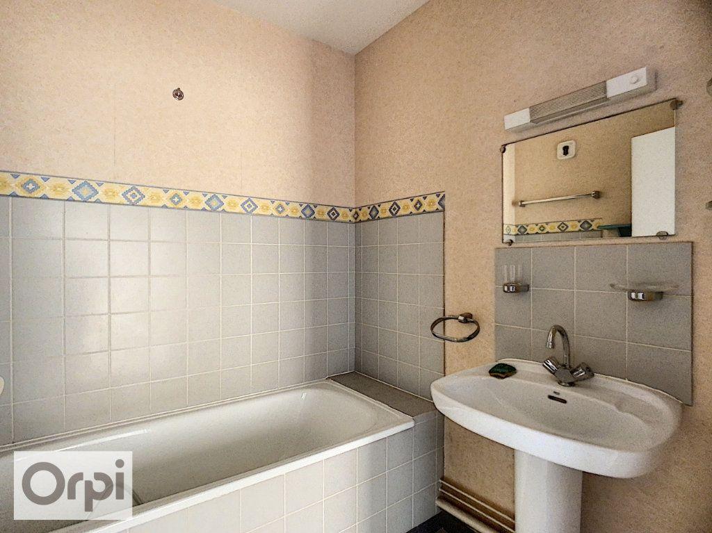 Appartement à louer 2 52.87m2 à Montluçon vignette-5