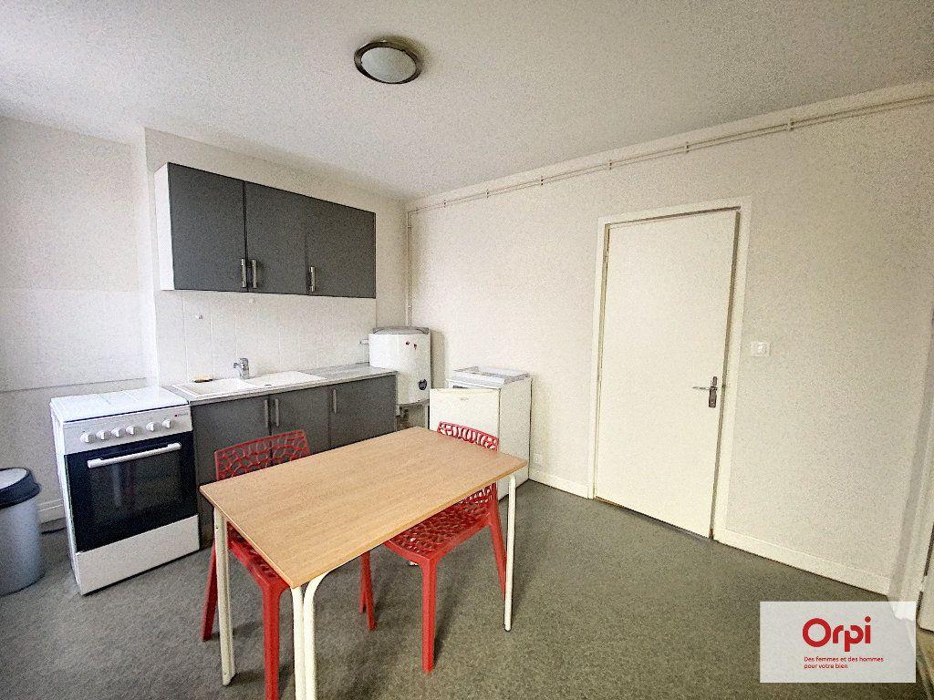 Appartement à louer 1 25.37m2 à Montluçon vignette-2
