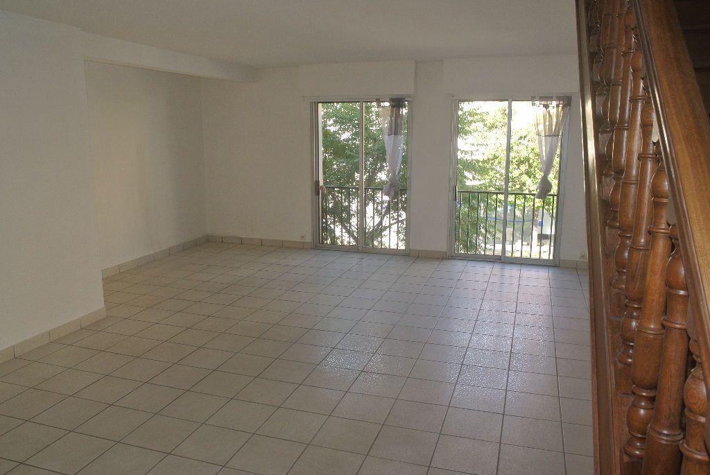 Appartement à louer 3 95m2 à Montluçon vignette-3