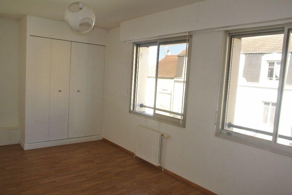 Appartement à louer 3 95m2 à Montluçon vignette-4