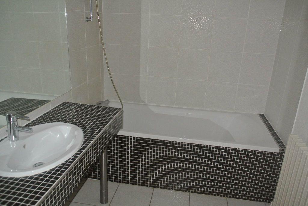 Appartement à louer 3 95m2 à Montluçon vignette-7
