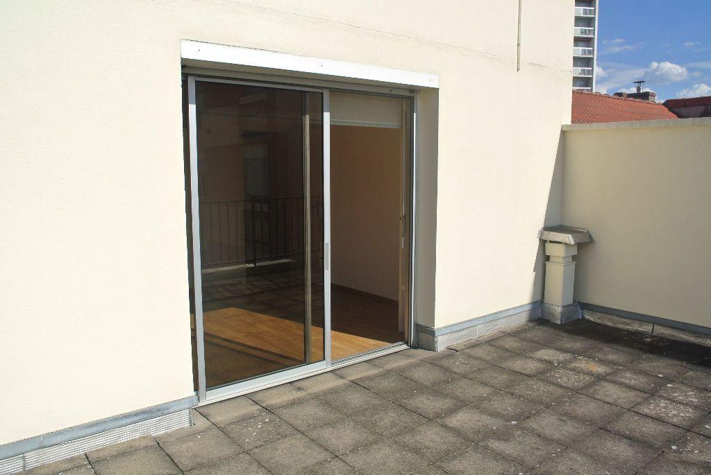 Appartement à louer 3 95m2 à Montluçon vignette-9