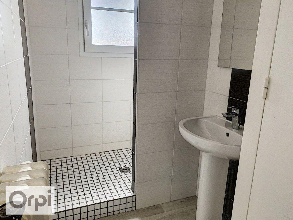 Appartement à louer 3 53m2 à Montluçon vignette-6